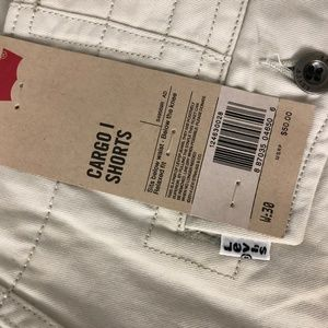 Levi's Shorts - NWT Levi Strauss Cargo Shorts 30 Relaxed Fit Beige